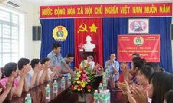 Công đoàn Viện kiểm sát phối hợp với Công đoàn khối Đảng tổ chức giao lưu tọa đàm kỷ niệm ngày thành lập  Hội liên hiệp phụ nữ Việt Nam.